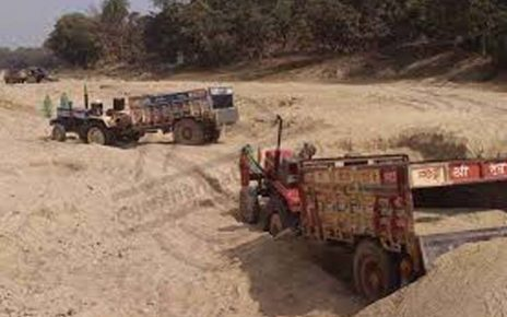 3 gravel-filled tractors seized in Bhinmal